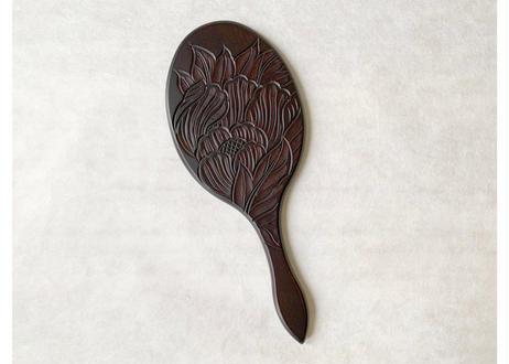 楕円手鏡【牡丹】線彫