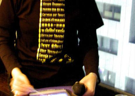 世界中でビールを飲む! Tシャツ