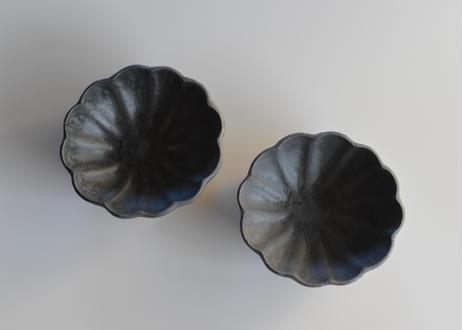 黒釉 輪花鉢/境道一