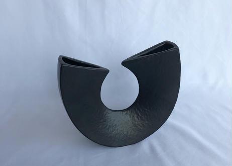 U-SHAPED VASE (black)