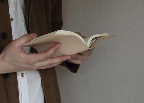 紀州の革職人が1点1点手作り 読書時間が楽しみになるレザーブックカバー