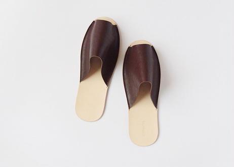 紀州の革職人が1点1点手作り 履くほどに足に馴染むレザースリッパ