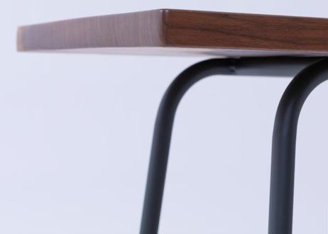 木工職人とアイアン職人の技がコラボ 耳付き一枚板を使った丈夫な『ウォールナットアイアンベンチ』