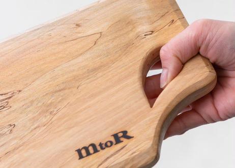 独特のスポルテッド杢が味わい深い  紀州で生まれた栃の木カッティングボードM