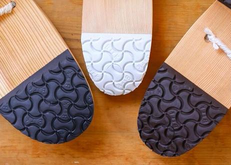 """紀州熊野の杉を使って木工×革職人が作る、普段遣い可能な""""疲れない""""下駄『GETA in KUMANO KODO』"""