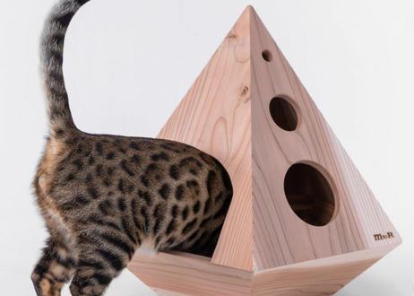 猫ちゃんにも癒やしをプレゼント! 紀州・龍神杉を使った木製ねこハウス『micino(ミチーノ)』五角錐・六角錐