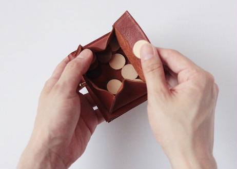 紀州の革職人が1点1点手作り 使うほどに愛着のます三つ折りレザーウォレット