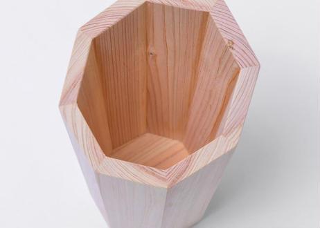 シンプルでさり気なく使えるスリムなスタイル。紀州材の『檜ワインクーラー』