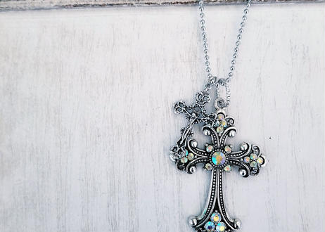 W antique Necklace