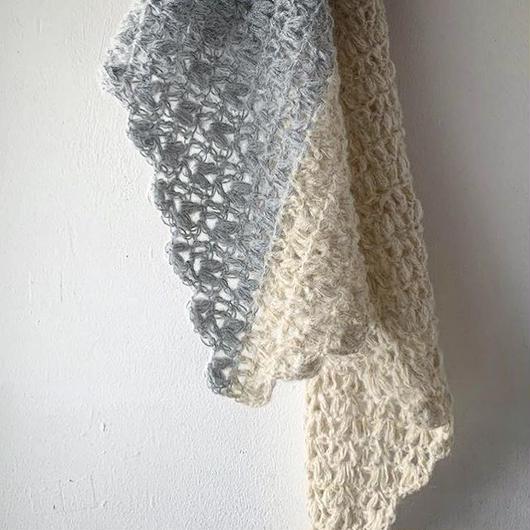 送料込み ふわふわ玉編みの簡単バイカラー三角ストール -印刷済み編み図のみ