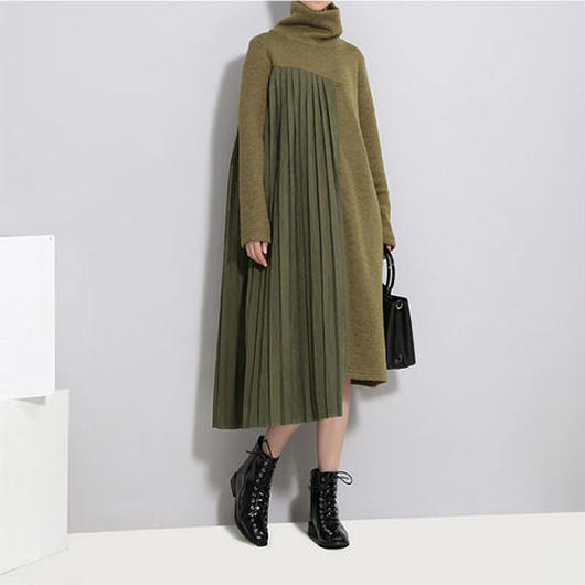 Switched Pleats ニットワンピ―ス《BLACK/GREEN》