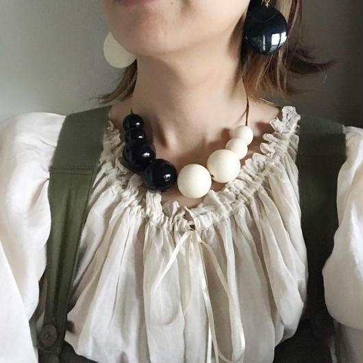 monotone ball necklace