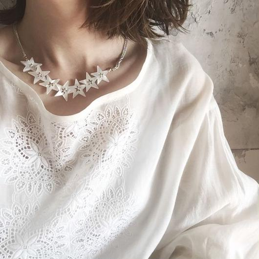 White shell necklace (star)