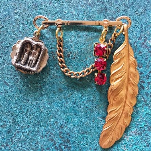 vintage charm brooch (no.2)