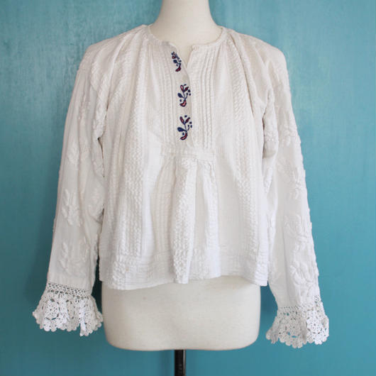 1940s/1950s traditional handwoven blouse