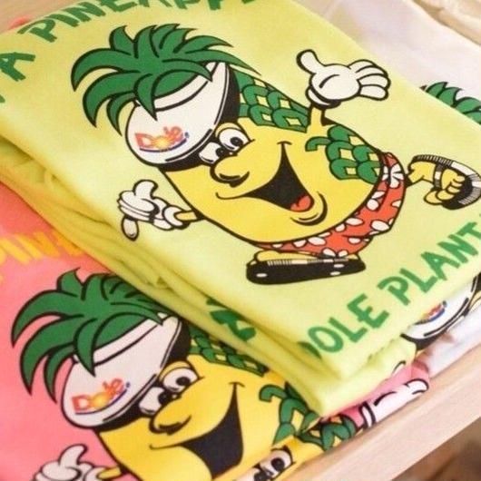DOLE HAWAII HUG A PINEAPPLE YOUTH T-SHIRTS / ドール ハワイ キッズ ハグ ア パイナップル  Tシャツ
