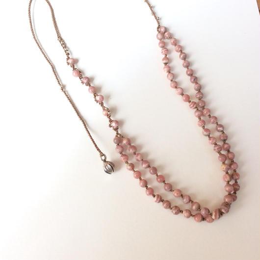 インカローズとシルク糸のネックレス