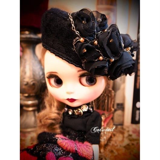 ドールサイズ・黒のゴージャスフラワーベレー帽