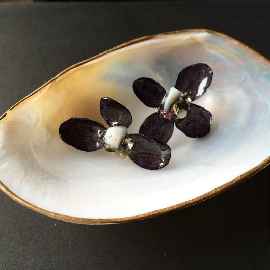 紫陽花のピアス ブラック