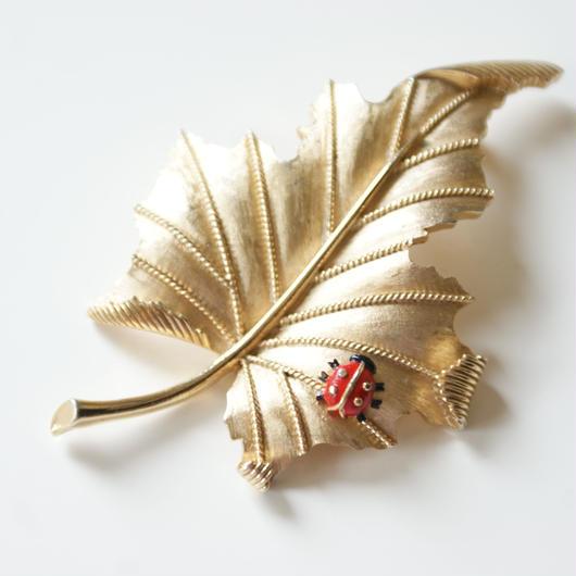 TRIFARIクラウントリファリ レッドエナメル てんとう虫 リーフ ブローチ / ヴィンテージ・コスチュームジュエリー