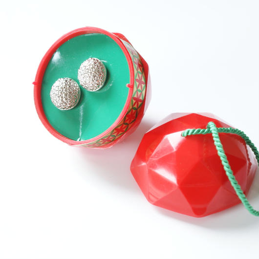 Christmas Special price【スペシャルプライス】AVONエイボン シルバートーン ピアス クリスマスオーナメントBOX付き / ヴィンテージジュエリー・アクセサリー