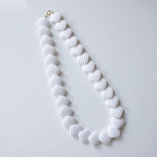 Special price【スペシャル プライス】AVONエイボン ホワイト ルーサイト / ヴィンテージ・コスチュームジュエリー