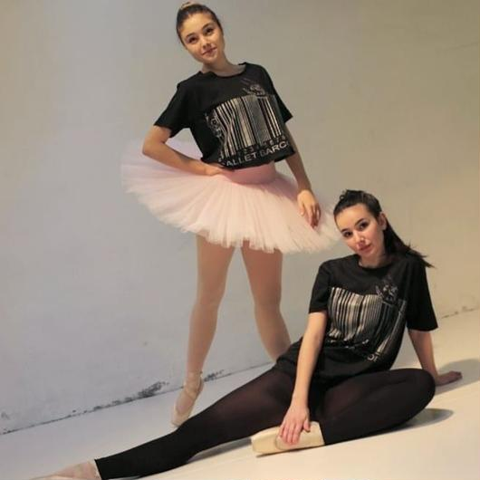 CROPPED T-SHIRT  'BALLET BARCODE'(本体価格:¥4,300)