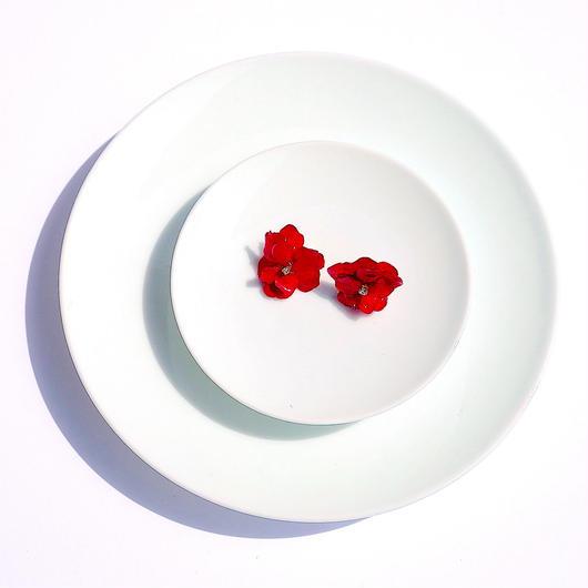 赤い花のピアス (ジルコニア付き)