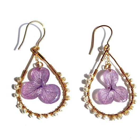 紫の紫陽花としずくのパールピアス