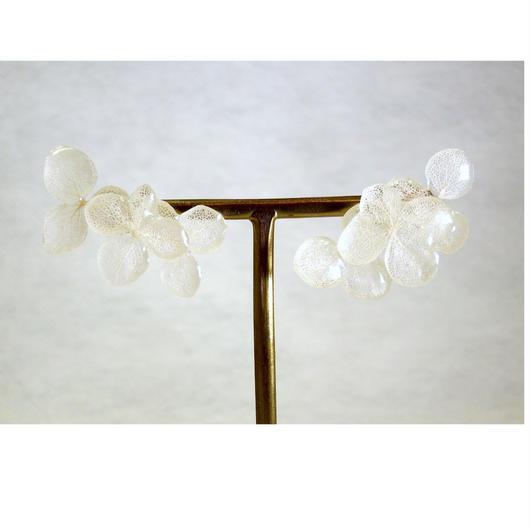 白い紫陽花の3連ピアス