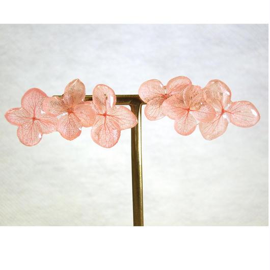 ピンク紫陽花の3連ピアス