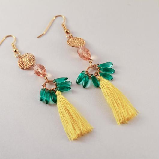 Golden design plate, Czech beads and silk tassel earrings/メタルデザインプレート、チェコビーズとシルクタッセルのピアス