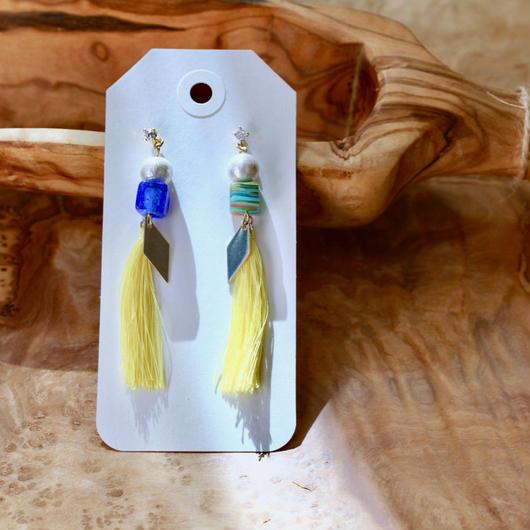 Cotton pearl, Venetian cube glass and Yellow silk tassel earring/2色のキューブ型ベネチアングラスと黄色シルクタッセルのピアス