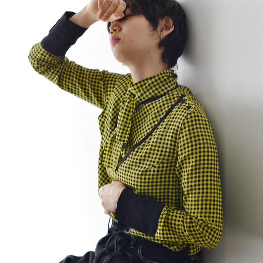 AKANE UTSUNOMIYA / BICOLOR PIPING BOWTIE BLOUSE