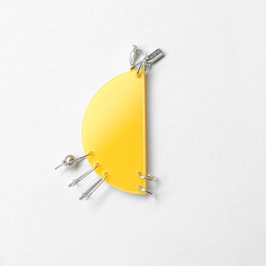 Azumi and David /  COMPONENT EARRING HALF MOON  / YELLOW