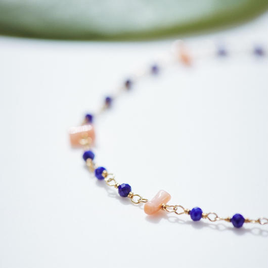 ラピスラズリと深海珊瑚のシャンク巻きブレスレット
