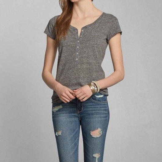 Abercrombie & Fitch  Maggie ヘンリーネックTシャツ