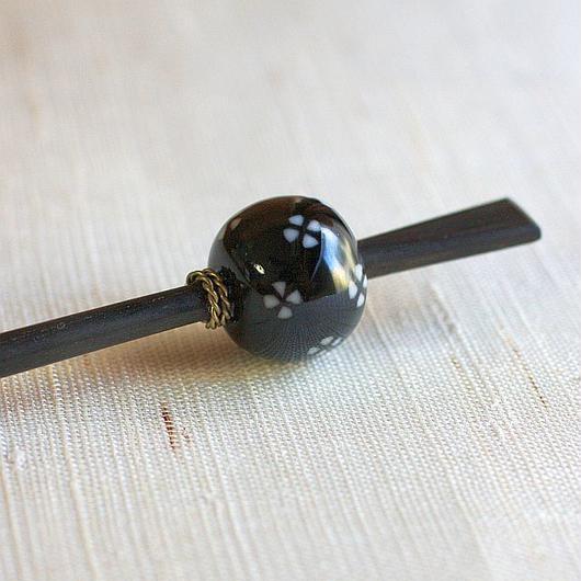 黒玉 散し小紋 蜻蛉玉簪(とんぼ玉かんざし)