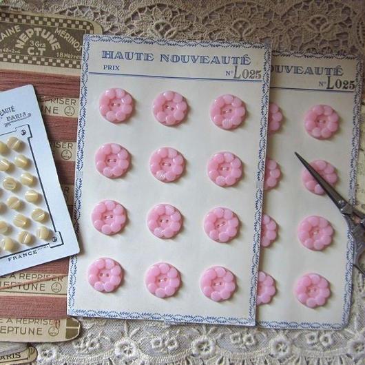 お花のようなモチーフのボタンシート ピンク(大)12個