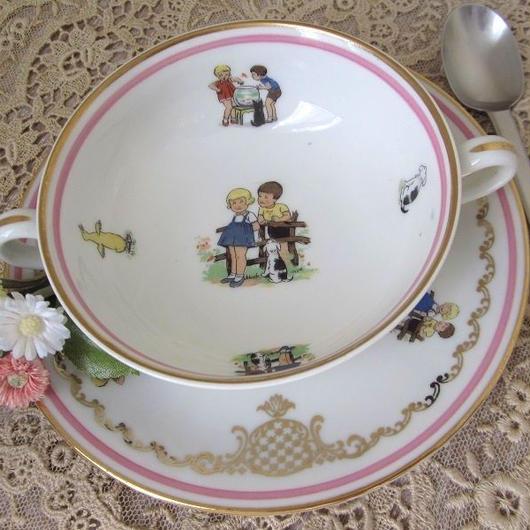 リモージュ子供と動物モチーフのスープカップとソーサーセット