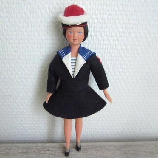 女性の水兵さん人形