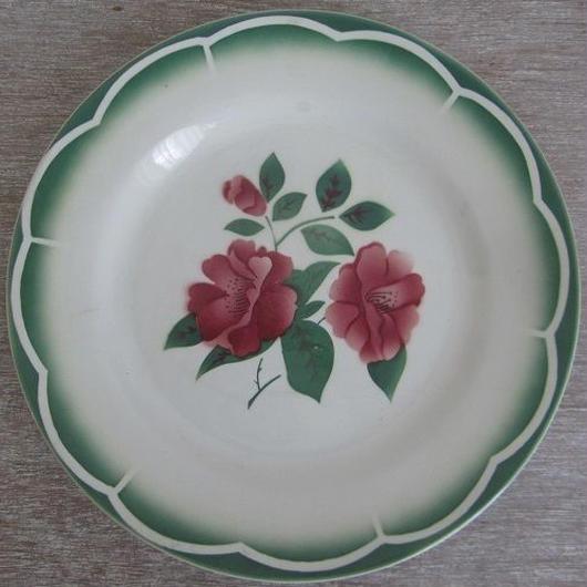 ディゴワン=サルグミヌ窯赤いお花モチーフ平皿