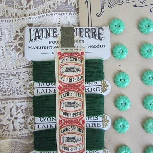 St.Pierreウールの糸巻き(グリーン/白台紙)