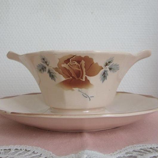 ディゴワン・サルグミンヌ窯薔薇モチーフソーシエール