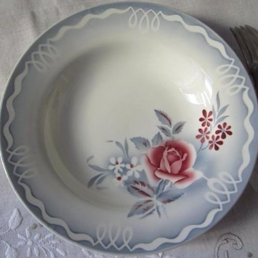 ディゴワン・サルグミヌ窯の薔薇モチーフ深皿