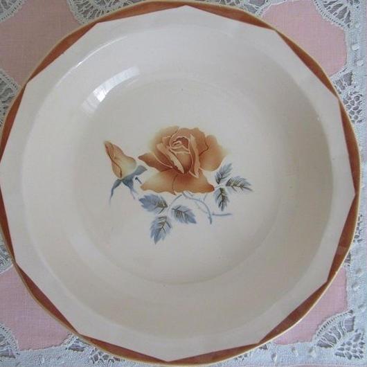 ディゴワン・サルグミンヌ窯薔薇モチーフ大きめ深皿