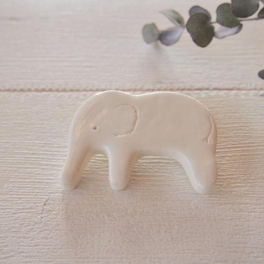 陶器風 ブローチ 【ゾウ】