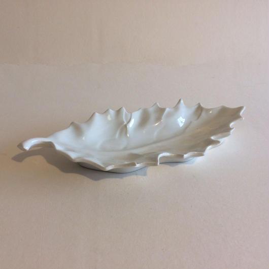 リモージュ ラヴィエ オードブル皿 柊の葉っぱ型 磁器 白