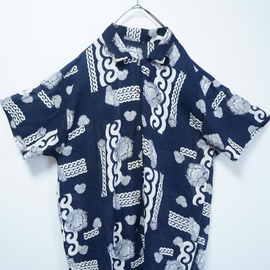 和の模様かと思ってよく見たら洋な総柄シャツ
