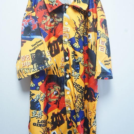 頭のおかしい中国人がデザインしたシャツ